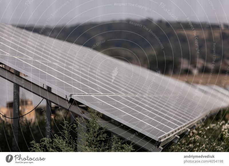 Solarmodul, Photovoltaik, alternative Stromquelle - Konzept der nachhaltigen Ressourcen solar Panel Elektrizität Quelle Sauberkeit Ökologie elektrisch blau
