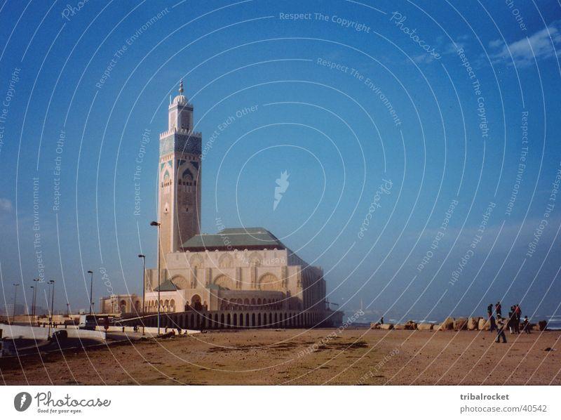 Casablanca002 Marokko Strand Moschee Moral Blauer Himmel wenig Wolken Mensch Straße