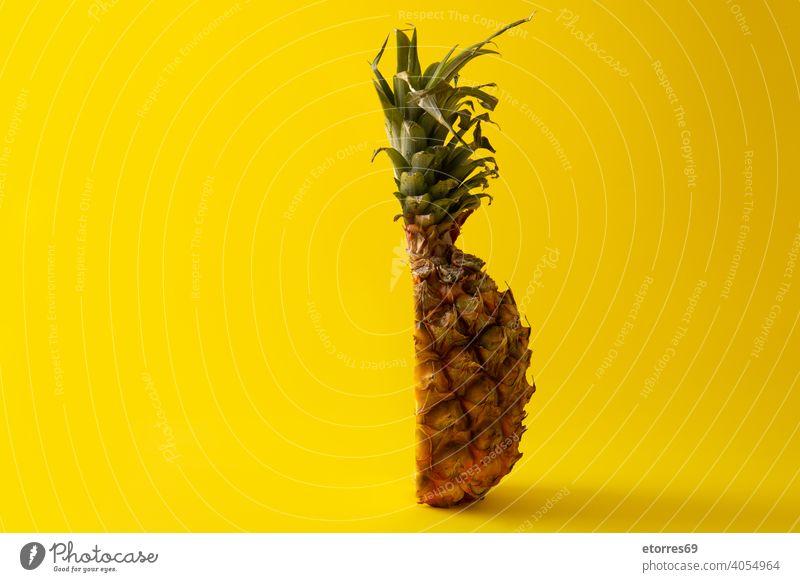 Ananas in Scheiben geschnitten anana braun Farbe copyspace lecker Dessert Diät Lebensmittel frisch Frucht grün Hälfte Gesundheit Spielfigur pinneapple