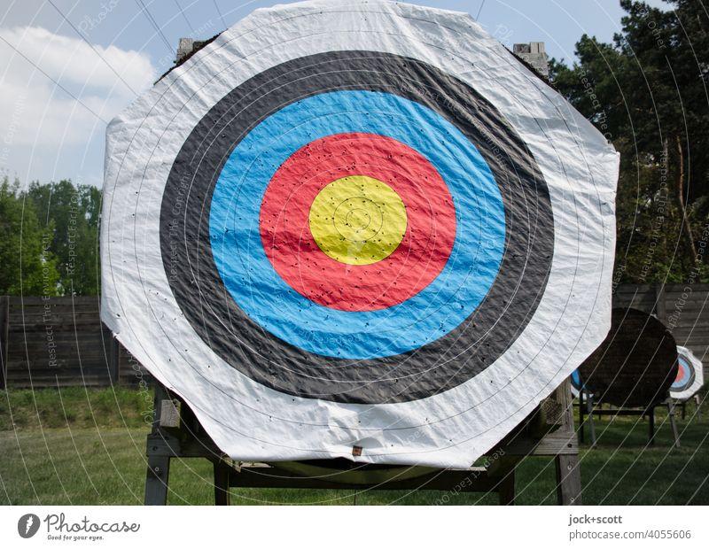 Zielscheiben zum Bogenschießen Bogensport Ständer Freizeit & Hobby Genauigkeit Papierauflage Schießplatz Kreis gebraucht löchrig gewellt Treffer Mittelpunkt