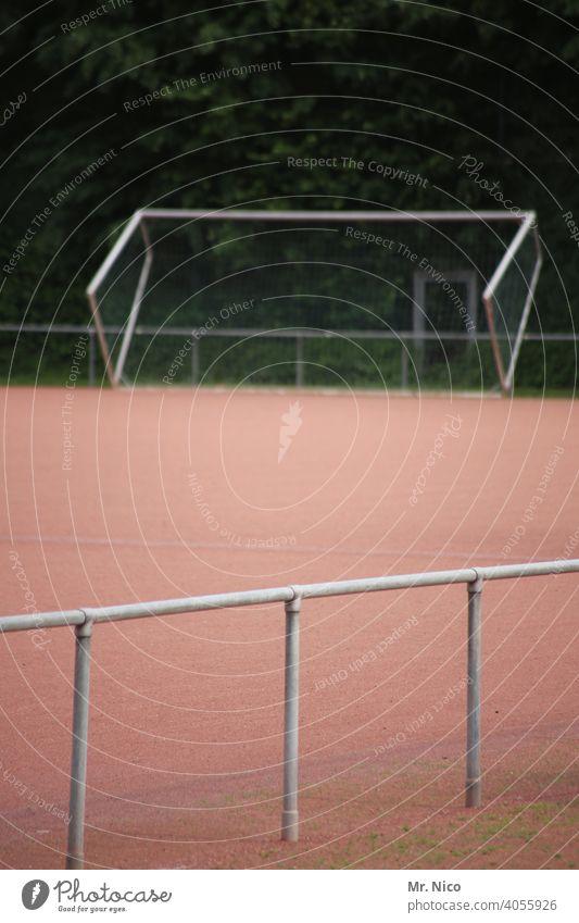 Sportplatz außer Betrieb Ballsport Freizeit & Hobby Fußballplatz Spielfeld Sportstätten Fußballtor Sport-Training Fußballtraining Tor Barriere kreisliga