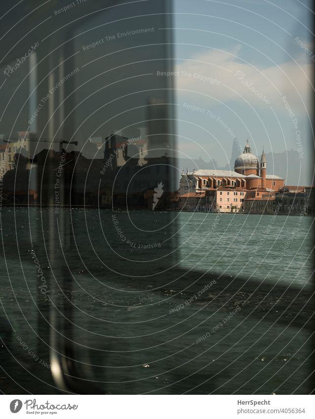 Spiegelungen im Vaporetto IV Venedig Italien Altstadt Sehenswürdigkeit Wasser Gebäude Ferien & Urlaub & Reisen Architektur Kanal Tourismus historisch Bootsfahrt