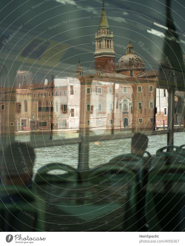 Spiegelungen im Vaporetto II Venedig Italien Altstadt Sehenswürdigkeit Wasser Gebäude Ferien & Urlaub & Reisen Architektur Kanal Tourismus historisch Bootsfahrt