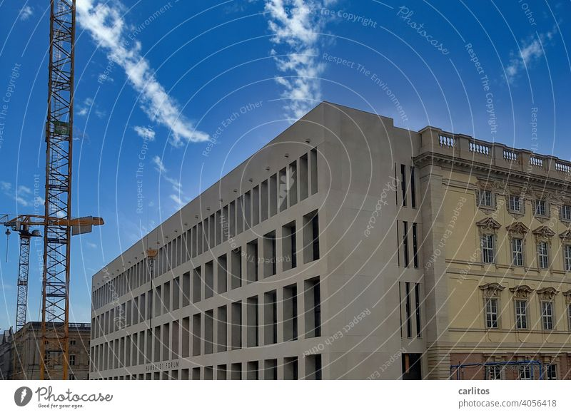 Berlin | Humboldt Forum | Berliner Schloss Deutschland Hauptstadt Kultur Wissenschaft Architektur Sehenswürdigkeit Berlin-Mitte Stadtzentrum Kran Baustelle