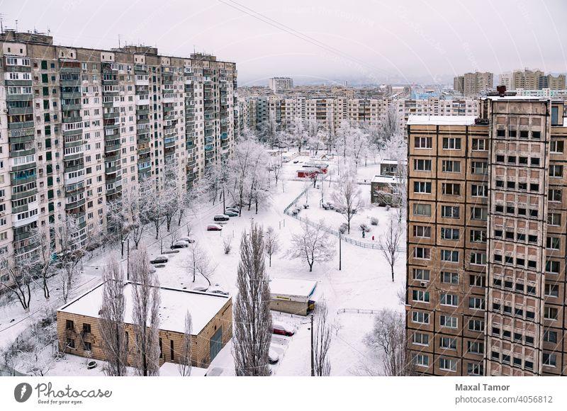 Hohe Wohngebäude im Winter mit Schnee bedeckt Europa Kiew Minska Obolon Ukraine Antenne Appartement Architektur Balkon Gebäude Zentrum Großstadt Stadtlandschaft