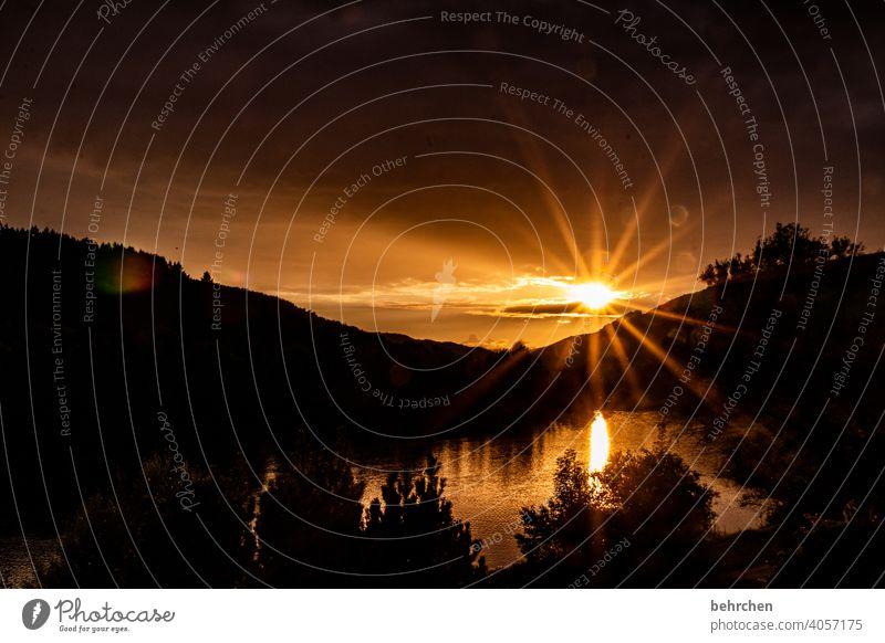 ein augenblick Sehnsucht Fernweh Sonnenaufgang Abenddämmerung Dämmerung Himmel Menschenleer Wärme Farbfoto wunderschön Außenaufnahme Sonnenlicht Sonnenuntergang