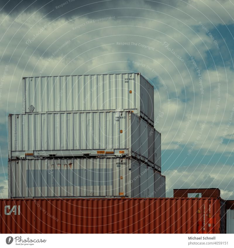 Container im Hafen Containerverladung Containerterminal Güterverkehr & Logistik Schifffahrt Außenaufnahme Industrie Handel Wirtschaft Farbfoto Menschenleer