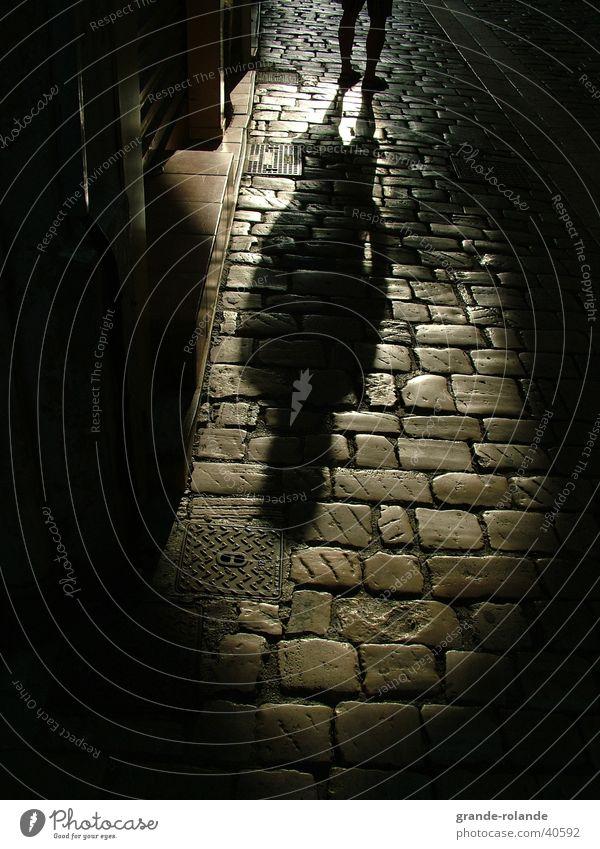 shadow Mann schwarz Straße dunkel Stein Provence
