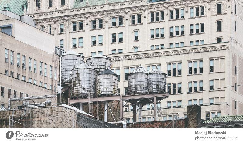 Alte Wassertürme, eines der Symbole von New York City, USA. Großstadt New York State Gebäude Wasserturm Wassertank Architektur nyc Manhattan alt Stadtbild Bild