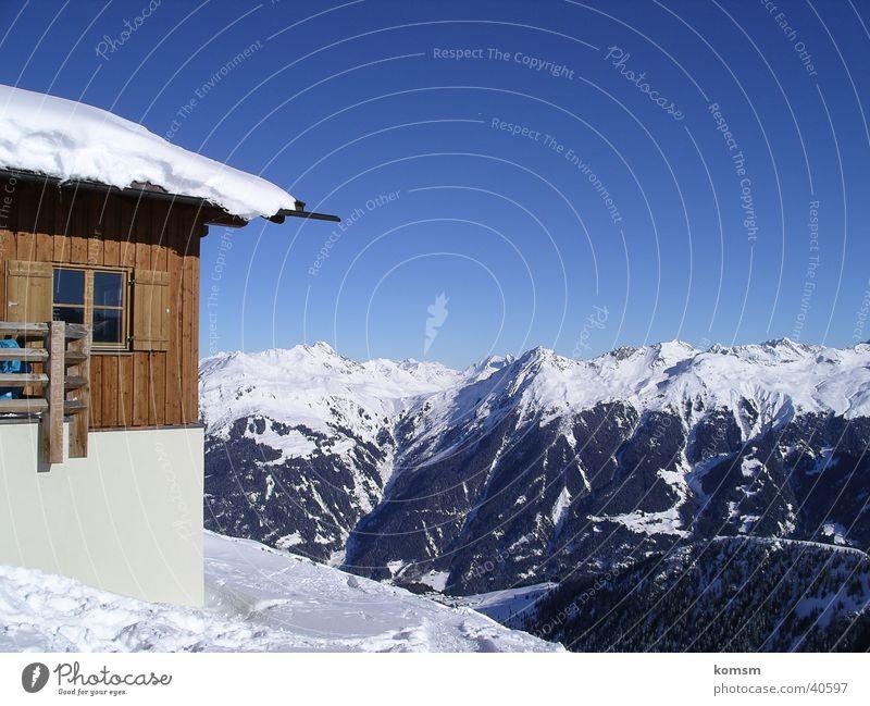 Hütte Montafon Österreich Winter Berge u. Gebirge Schee Himmel blau Après-Ski Board