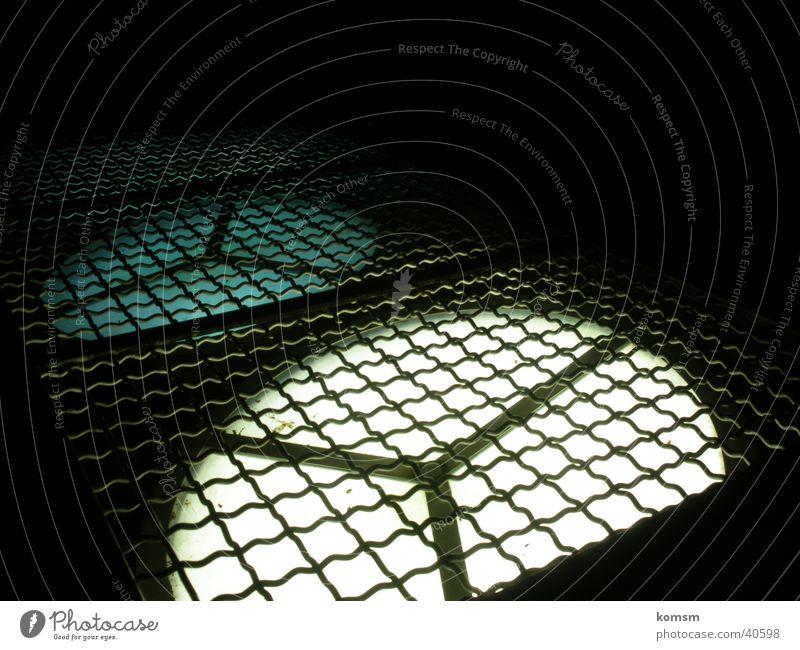 Ventilator Lichtschatten dunkel schwarz weiß Gitter Nacht Architektur Schatten Detailaufnahme