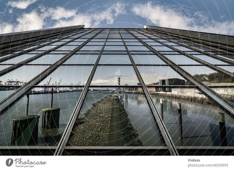 Spieglein an der Wand - Dockland Hafenstadt Bauwerk Gebäude Mauer Architektur Treppe Fassade Sehenswürdigkeit ästhetisch Wahrzeichen Hamburg Future Coolness