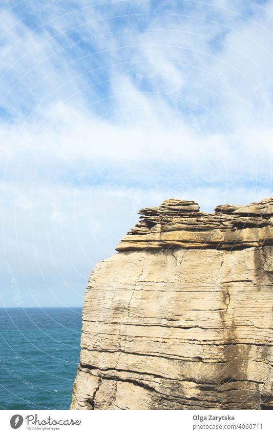 Kap an der Atlantikküste. atlantisch blau Meer Klippe Felsen Küste Küstenlinie Europa Wahrzeichen Landschaft peniche Portugal Portugiesisch MEER Ufer Himmel