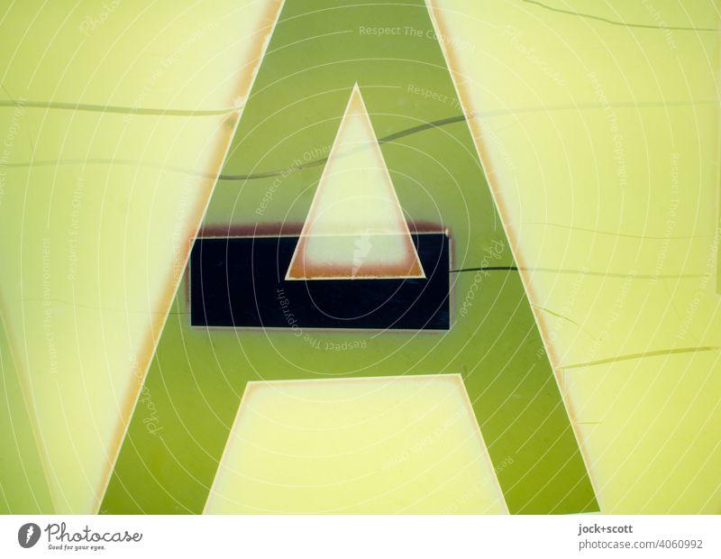 A und Divis verwittert auf dem Kasten Design Kunststoff Typographie retro grün-gelb Reaktionen u. Effekte Doppelbelichtung Leuchtkasten abstrakt