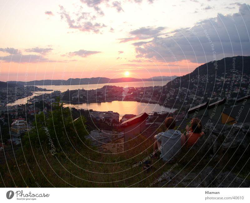 Fjord im Sonnenuntergang Norwegen Himmel Berge u. Gebirge