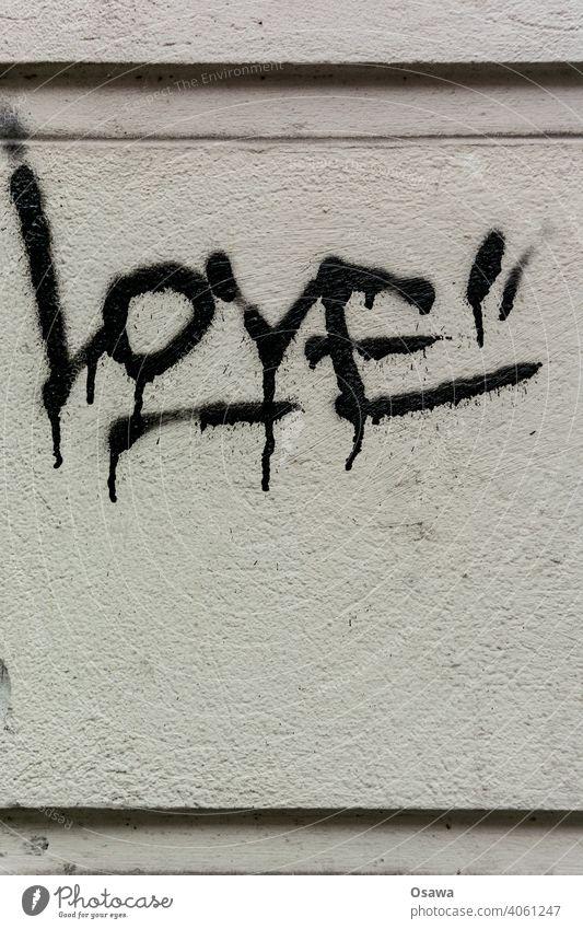 Rough Love Subkultur Gedeckte Farben grau handschriftlich authentisch Aussage Menschenleer Außenaufnahme Wand Mauer Graffiti Fassade Wort Haus Stadt Text