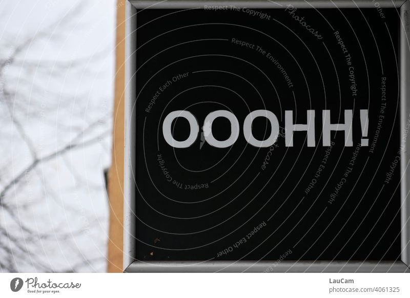 Schriftzug Ooohh mit Ausrufezeichen Schriftzug in schwarz und weiß schwarzweiß schwarzweiss in farbe Schild Lautmalerei ausrufungszeichen ausrufen staunen