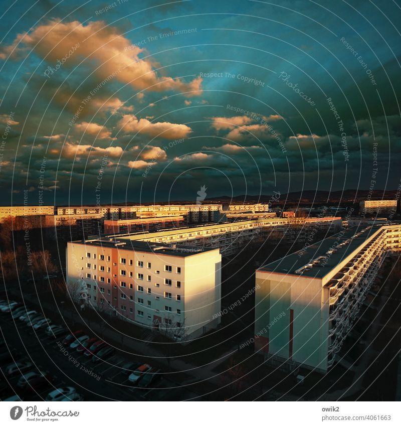 Untergang Vogelperspektive Panorama (Aussicht) Sonnenlicht Schatten Dämmerung Licht Abend Textfreiraum oben Außenaufnahme Menschenleer Farbfoto Stadt Ferne