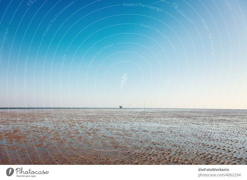 Bohrplattform im Wattenmeer bei Ebbe Draußen Europa Gewässer Landschaft Meer Natur Niederlande Reisen Sand See Segeln Strand Trockenfallen Wasser blau braun