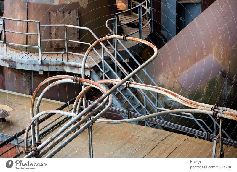 Stahlwerk, Zeche , alte  Rohrleitungen und Stahlkonstruktionen in einer Zeche. Stahlgewinnung Industrie Industriekultur Kokerei Industrieanlage verhüttung