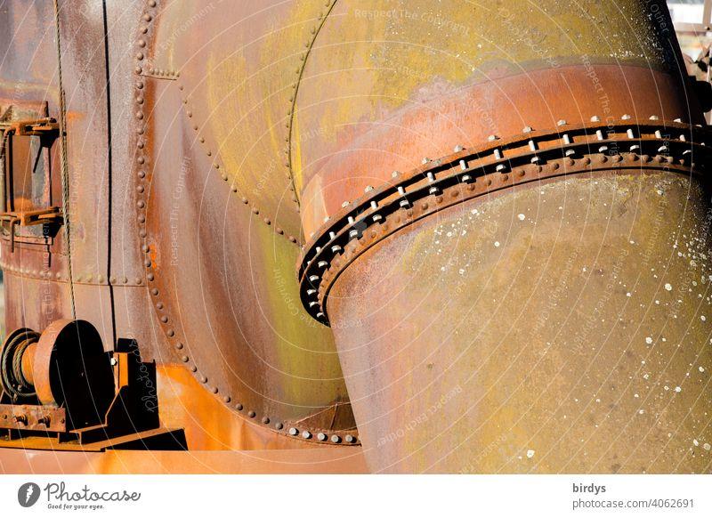 Stahlwerk, Zeche , alte riesige Rohrleitungen und Stahlkonstruktionen in einer Zeche. Stahlgewinnung Industrie Industriekultur Kokerei Industrieanlage