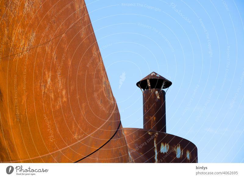 Stahlwerk, Zeche , Industriedenkmal Völklinger Hütte, Hochöfen, alte rostige Rohrleitungen mit Kamin industrieschornstein Industriekultur Stahlgewinnung Kokerei