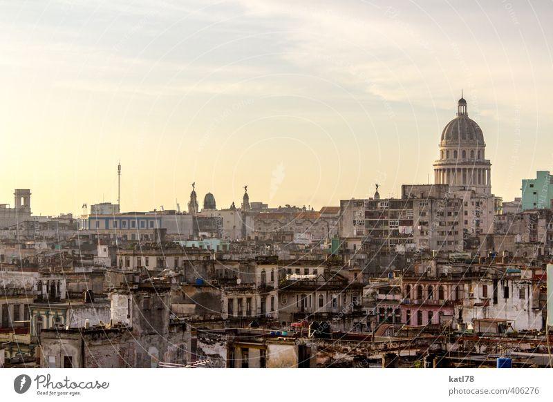 Havannah // Kuba Ferien & Urlaub & Reisen Stadt Haus Architektur Gefühle Gebäude Glück Freiheit Stimmung Fassade Lebensfreude Bauwerk Frieden Skyline Fernweh