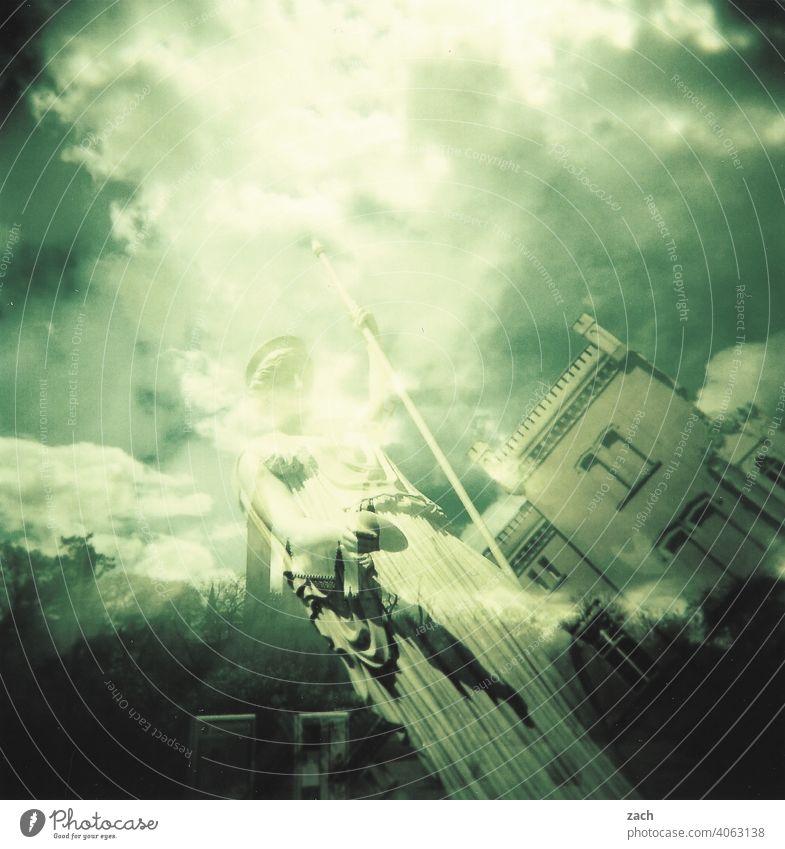 Illusion | ist nur ein Traum Holga analog Lomografie Doppelbelichtung Dia Haus Turm Altstadt Fassade Licht Scan Stadt Dorf Denkmal Schloss Lichterscheinung