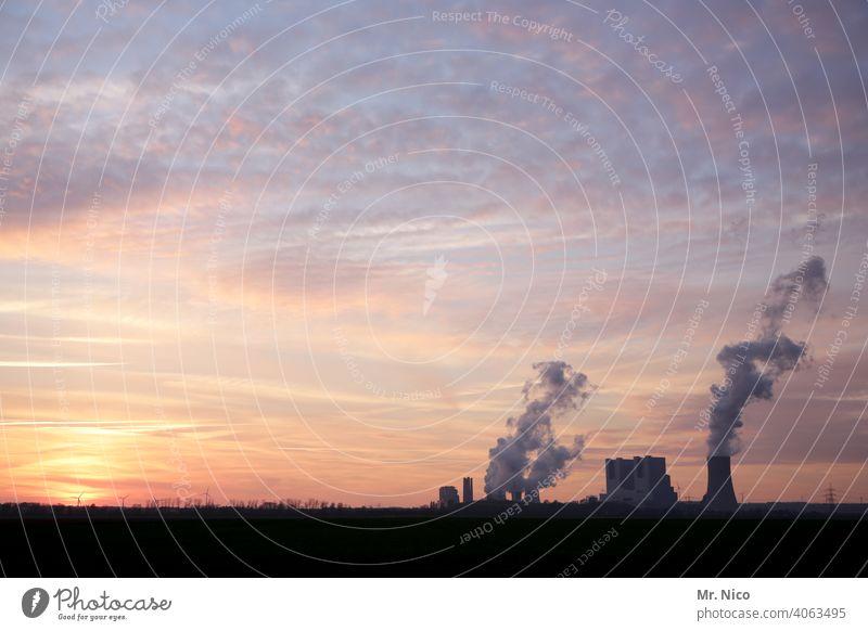 Kraftwerk Kühlturm Kohlekraftwerk Umweltschutz Schornstein Klima Klimawandel Umweltverschmutzung Industrieanlage CO2-Ausstoß Emission Erneuerbare Energie