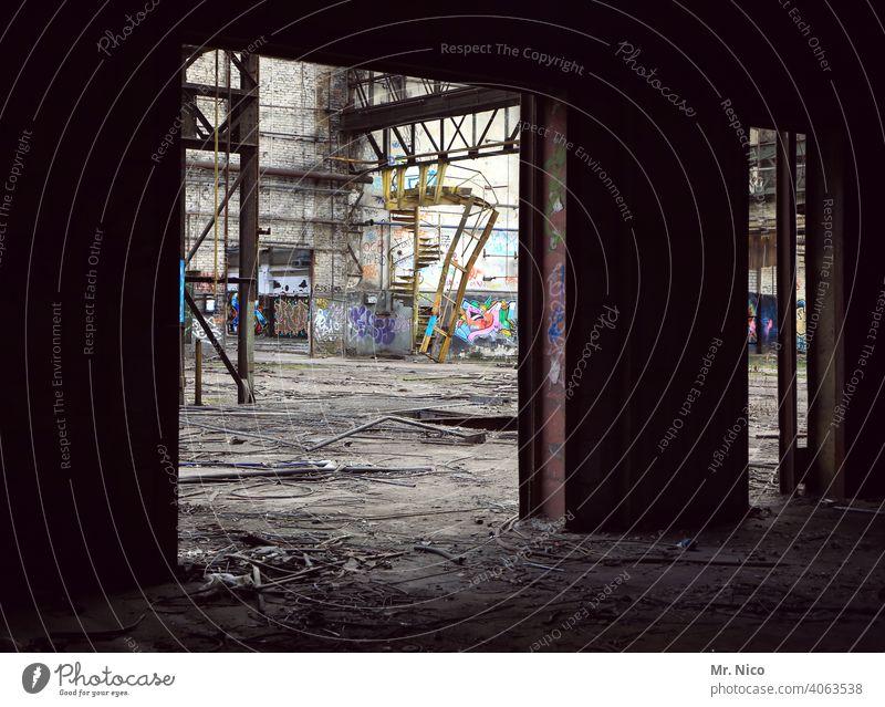 alte Fabrikhalle lost places Ruine abrissreif Industrieanlage Abrissgebäude Architektur dreckig Industrieruine Zerstörung Halle Wandel & Veränderung