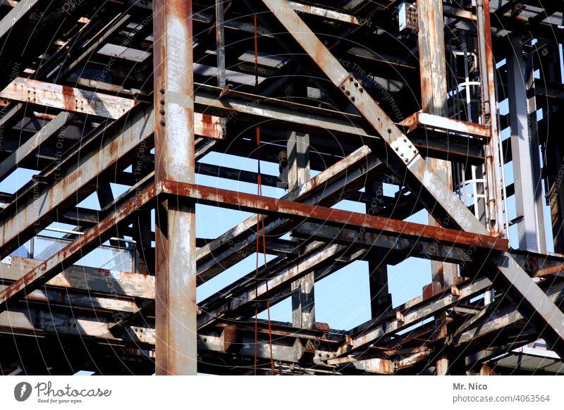 Stahlkonstruktion Perspektive Baustelle Baugerüst Metall Stahlträger Architektur Metallkonstruktion Industriekultur Stahlwerk Schwerindustrie