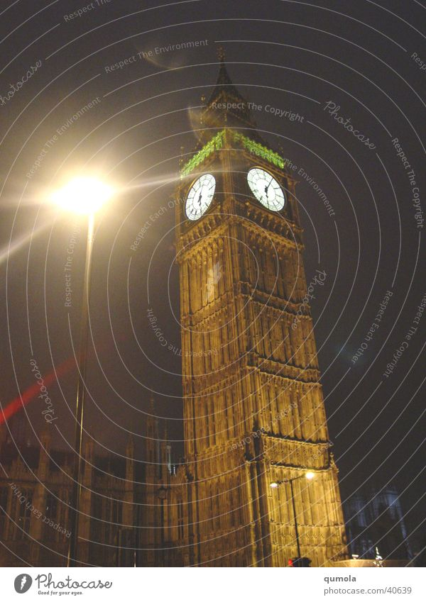 Mystic London Gedeckte Farben Außenaufnahme Nacht Licht Schatten Uhr Kunstwerk Stadt Hauptstadt Kirche Dom Turm Bauwerk Gebäude Architektur Mauer Wand Fassade