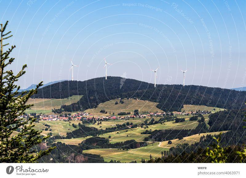 Blick vom Hornbergbecken bei Herrischried über den Schwarzwald zu den Windmühlen bei Gersbach Europa Deutschland Hotzenwald Panorama Textfreiraum Wald wandern