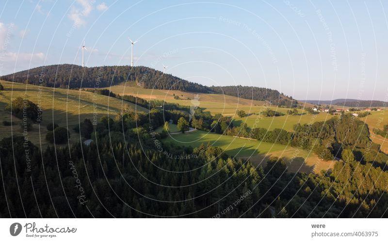 Panorama bei Sonnenuntergang von den Bergen des Schwarzwaldes bei Gersbach über das Wehratal und die Stadt Wehr in Richtung Schweizer Alpen Europa Deutschland