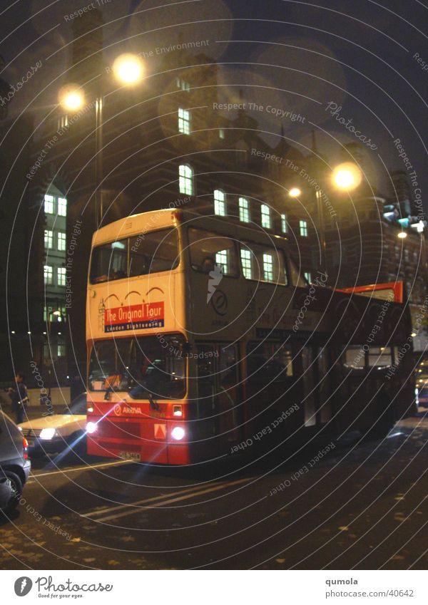 London Bus Ferien & Urlaub & Reisen Straße dunkel Gebäude hell Stimmung Beleuchtung Verkehr Tourismus Autotür Laterne London Bus England mystisch Verkehrsmittel