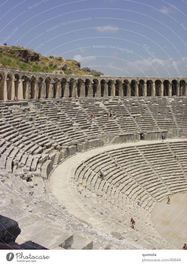 Theater in Aspendos/Ausschnitt Sitzgelegenheit Sitzreihe Licht Architektur Treppe alt Graffiti