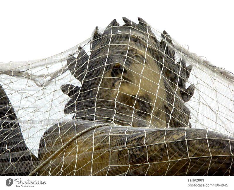 gefangen Netz Statue Skulptur Kopf Frauenkopf Göttin engmaschig Schutz Überwurf schützen Sicherheit Denkmal Stein historisch Bildhauerei Gesicht Kunst Kultur