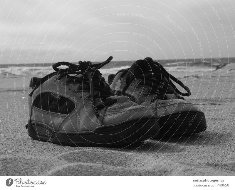 Schuhe machen Pause Meer Strand Ferien & Urlaub & Reisen Sand Freizeit & Hobby