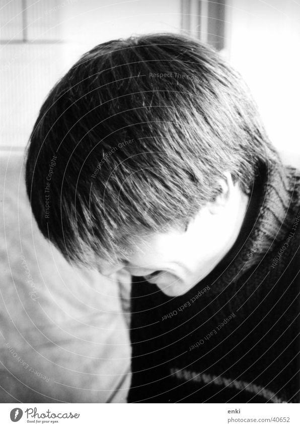 dexter lesen Konzentration Mann lachen Haare & Frisuren Kopf Schwarzweißfoto