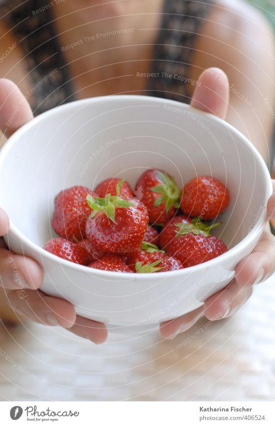 Nimm Dir .....Früchtchen..... grün weiß Sommer Hand rot schwarz braun rosa Lebensmittel Gesundheitswesen Frucht Ernährung genießen Erfrischung