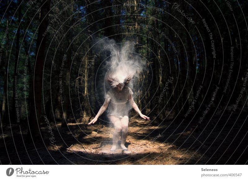 Weißmehlallergie Mensch Frau Natur weiß Baum Landschaft dunkel Wald Erwachsene Umwelt Bewegung Haare & Frisuren Körper Schönes Wetter langhaarig Mehl