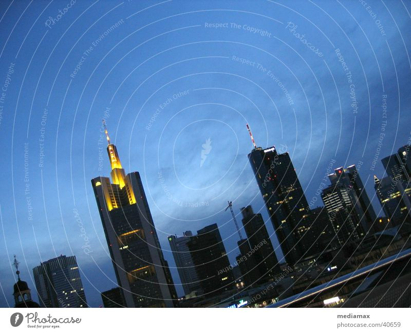 Skyline Frankfurt Architektur Hochhaus Frankfurt am Main Abenddämmerung