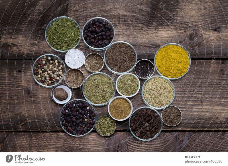 Gewürzvielfalt grün rot gelb Holz Essen Speise Foodfotografie Tisch Kräuter & Gewürze exotisch Salz Holztisch Kochsalz Paprika Chili rustikal