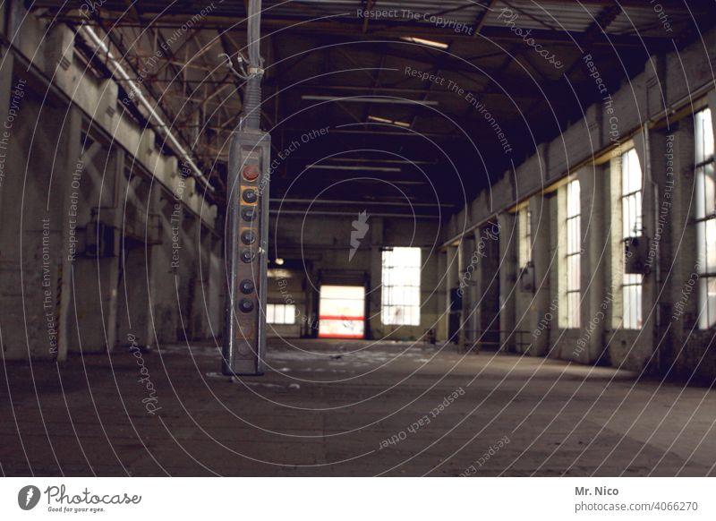 Kransteuerung Lagerhalle Industrie Industrieanlage kransteuerung Fernbedienung Fabrik Arbeit & Erwerbstätigkeit Arbeitsplatz Gebäude leer alt Taste dreckig