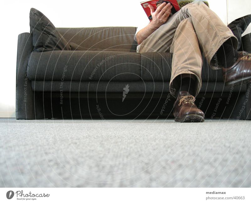 Warten Mensch Erholung Beine warten sitzen lesen Sofa Kissen