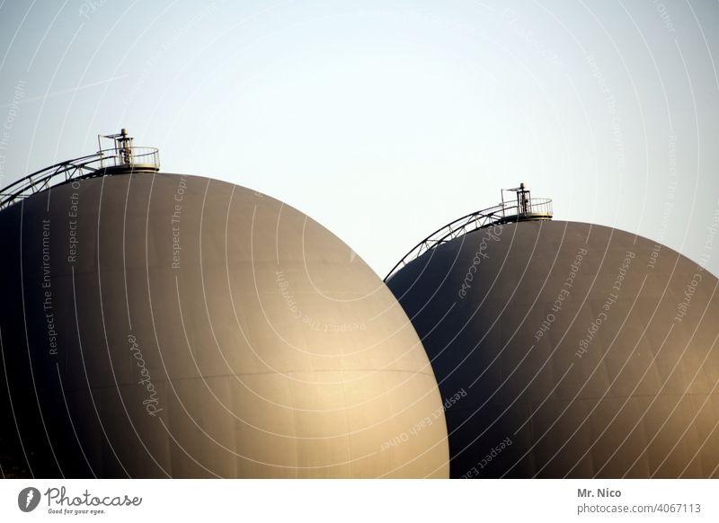 Illusion I Doppel D Wassertank wassertanks Architektur BH Busen Brüste Himmel rund Industrieanlage Wolkenloser Himmel Frauenbrust Strukturen & Formen feminin