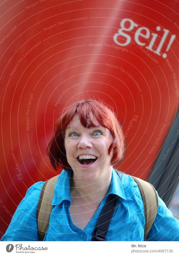 rot und verrückt Haare & Frisuren frech authentisch Lächeln Zufriedenheit Identität Vorfreude Lebensfreude Glück Fröhlichkeit Blick Vorderansicht Porträt