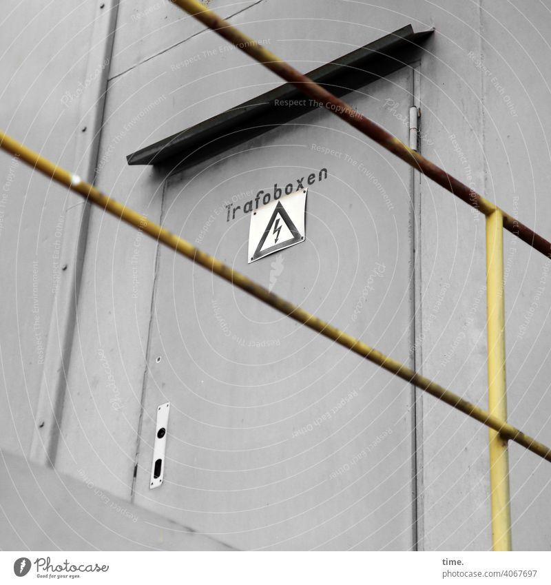 F60 Gateway Bergwerk tür Tagebau metall geländer gerüst eisen rohre gelb grau gang hoch streben architektur sicherheit schutz geschichte historisch arbeitsplatz