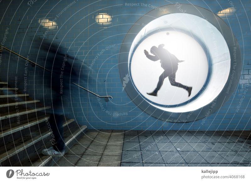 workingmodel Bahnhof Treppe rennen Stress Mensch Bewegung Geschwindigkeit Farbfoto Innenaufnahme laufen Eile Stadt Bewegungsunschärfe Außenaufnahme Erwachsene