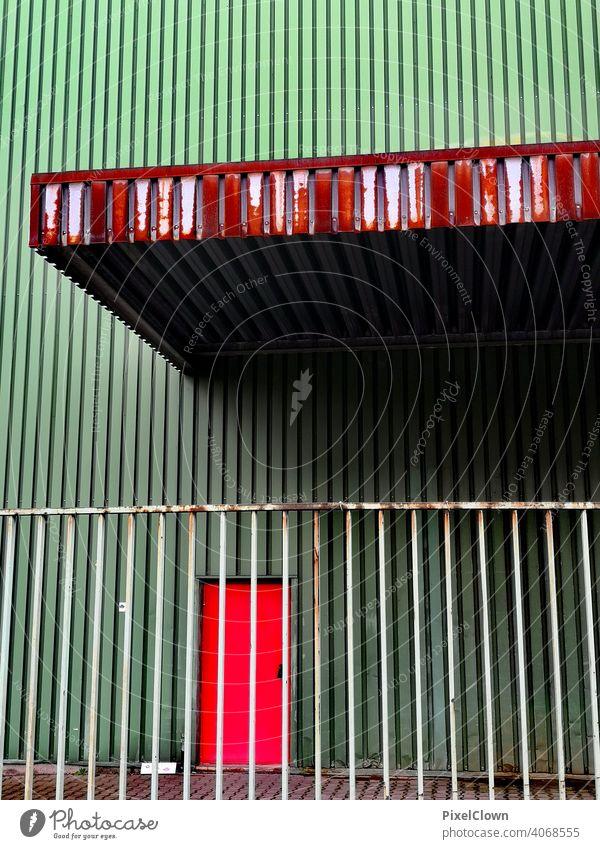 Alte rosige Lagerhalle Architektur Industriefotografie Wellblech Fabrik Gebäude Fassade Lagerhaus Wand Strukturen & Formen